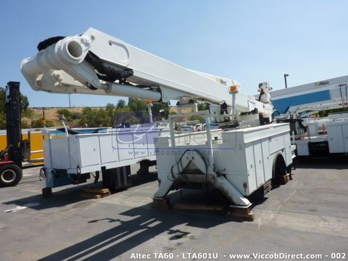 Lift Boom Altec AT60 65 ft (Used) | Telescopic Articulating